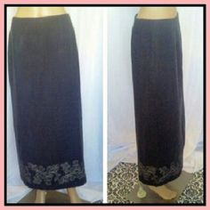 Conservative Skirt Gray color//back zip//back slit// wool and acrylic with polyester lining.//in excellent good condition// NINE & COMPANY  Skirts