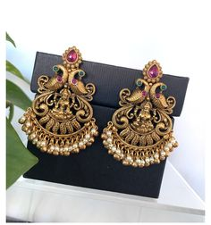 Bracelets Design, Gold Bangles Design, Jewelry Design Earrings, Gold Earrings Designs, Gold Jewellery Design, Jhumka Designs, Jewelry Shop, Jewelry Making, Gold Jhumka Earrings