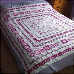Grace Blanket belongs to one of most amazing crochet free patterns in the world. It can be bedspread as well. Perfect, solid and effective realizastion thanks to really good author suggesions. Step by step tutorial