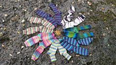 Det var en sommar med ovanligt bra stickväder... De här är mina strumpor, de jag använder istället för tunna bomullsstrumpor! Vintern -16 var första vintern jag inte frös om fötterna, då jag körde tunna stickade strumpor, inomhus dubbla! Jippii!!