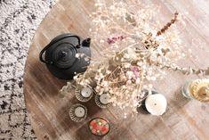 Théière en fonte // © Hellø Blogzine // Home tout Laure de Sagazan Laura Lee, Mona Market, Blog Deco, Sweet Home, Rustic, Vintage, Lifestyle, Home
