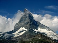 Svájc egyik jelképének számít. Az alpesi országban készített fényképfelvételek leggyakoribbika, a világ egyik legismertebb hegycsúcsa. A rejtélyes Matterhorn sokáig megközelíthetetlen volt. Zermatt, Mount Everest, Mountains, Nature, Travel, Naturaleza, Viajes, Destinations, Traveling