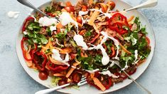 Meksikolainen tacosalaatti Vegetable Pizza, Pasta Salad, Tacos, Food And Drink, Mexican, Vegetables, Ethnic Recipes, Koti, Crab Pasta Salad