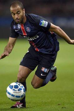Em baixa no Inglês, Liverpool deve fazer oferta de R$ 129 milhões para contratar o meia Lucas, do PSG