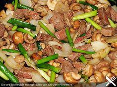 Chau Ngau Yuk - Rindfleisch mit Pilzen und Zwiebeln http://www.chefkoch.de/rezepte/1407871245595308/Chau-Ngau-Yuk-Rindfleisch-mit-Pilzen-und-Zwiebeln.html
