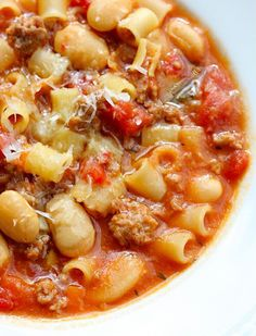 Come fall. Sausage, bean, and pasta soup (add extra veggies, use lowfat sausage, and whole wheat pasta) Yummy perfect for fall dinner with salad; Crock Pot Recipes, Soup Recipes, Dinner Recipes, Cooking Recipes, Recipies, Chili Recipes, Drink Recipes, I Love Food, Good Food