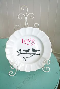 cut vinyl with cricut to decorate this simple plate