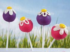 Turn Betty Crocker® SuperMoist® cake mix and frosting into beautiful daisy cake pops – a perfect dessert treat.