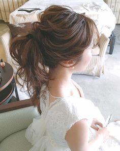 WEDDINGHAIR ウェディングヘア ポニーテール ponytail #Hawaii wedding...🥂 ドレスの雰囲気と花嫁さまの雰囲気がマッチして可愛いかったなぁ〜💕 この雰囲気好き😍 Hair&makeup by @yukariogaya #ハワイ#ハワイウェディング #ウェディング#ブライダル#美容師#ウェディングニュース#ブライダルヘア#ヘアアレンジ#ヘアスタイル#プレ花嫁#花嫁#卒花嫁#結婚式#結婚式写真#結婚式準備#海外挙式#ラヴィファクトリー #hawaiiwedding #ハワイヘアメイク#おしゃれ花嫁#撮影#エンゲージメントフォト #ウェディングフォト#日本中のプレ花嫁さんと繋がりたい#かわいい#綺麗 #ゆるふわアレンジ#ハワイ挙式 #ポニーテール #ウェディングドレス #wedding #weddinghair #hairstyles #uphair #bridalhair #bride Lace Wedding, Wedding Dresses, Hawaii Wedding, Wedding Hairstyles, Design, Fashion, Bride Dresses, Moda, Wedding Gowns