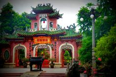 The beautiful architecture of Hoi An - curved roofs and bright colours. Diy Roofing, Steel Roofing, Roofing Shingles, Shed Roof, House Roof, Roof Architecture, Beautiful Architecture, Cottage Patio