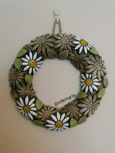 Ceramic Clay, Wood Art, Washer Necklace, Wreaths, Ceramics, Easter, Ideas, Holiday Wreaths, Clay