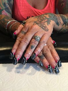 A touch of pink #traceysnailslv