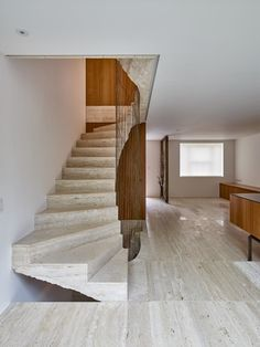 The central knot of the house, restored by Amin Taha + Groupwork in London, is the travertine staircase with the shape of a spiral and the crude. Modern Staircase, Staircase Design, Stair Design, Staircase Diy, Staircase Remodel, Timber Panelling, Stair Detail, Travertine Floors, Hot House