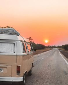 - Vintage Fotos - You are in the right place about van life layout Here we offer you the most beautiful pictures abo - Beach Aesthetic, Summer Aesthetic, Travel Aesthetic, Aesthetic Photo, Aesthetic Pictures, Aesthetic Vintage, Orange Aesthetic, Aesthetic Anime, Photo Wall Collage
