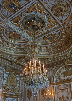 Château de Fontainebleau: Throne Room Ceiling.