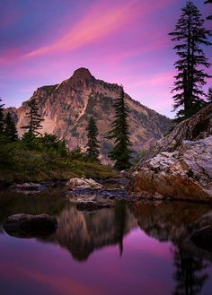 ✯ High Box peak seen from a tarn at Rampart Lakes in the Alpine Lakes Wilderness area of Washington State