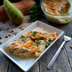 Flavours of fall: vegan butternut squash and pear gratin. Cashew cream complements perfectly the sweet earthiness of the butternut squash and pears. A simple recipe great as a main dish or as a side dish to your Thanksgiving or Christmas Tofurky.