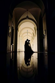 Silhouette wedding pose
