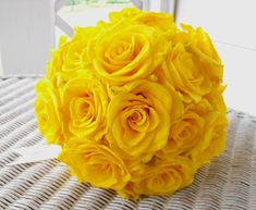 could just do simple single color bouquets.....not sure if roses are the way to go for me though