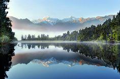 Reflection of Lake Matheson - Tapetit / tapetti - Photowall
