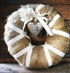 Tee itse pellavakranssi – Anna&Ellit Christmas Feeling, Natural Materials, Burlap Wreath, Wonderful Time, Christmas Decorations, Wreaths, Lifestyle, Anna, Crafts