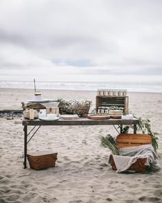 @oursecretsupper on Instagram / Summer weekends on the Oregon Coast are a dream✨Set your table out there! Beach Dinner Parties, Outdoor Dinner Parties, Backyard Parties, Beach Party, Sea Beans, Appetizers Table, Rockaway Beach, Rustic Outdoor