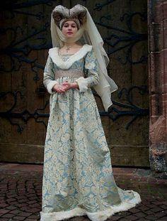 haute couture fashion Archives - Best Fashion Tips Renaissance Costume, Renaissance Dresses, Medieval Costume, Renaissance Fashion, Medieval Dress, Medieval Clothing, Historical Costume, Historical Clothing, 15th Century Fashion