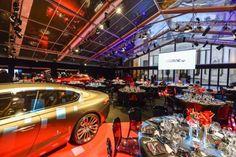 Die große mobile Eventhalle, die der Zeltverleih De Boer in den parkähnlichen Gärten des 'Hotel National des Invalides' errichtete,  beherbergte vier eindrucksvoll inszenierte Großevents der Extraklasse, u.a. für #YvesSaintLaurent und #Porsche