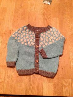 """Priktrøje fra """"Babystrik på pinde 3"""". Strikket i Sisu, 2013-kolleksjonen. Stitch, Knitting, Crochet, Sweaters, Fashion, Moda, Full Stop, Tricot, Breien"""
