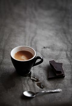 Great Coffee, Hot Coffee, Coffee Drinks, Coffee Shop, Coffee Cups, Black Coffee, Coffee Wallpaper Iphone, Coffee Wallpapers, Chocolate Tumblr