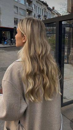 Blonde Hair Shades, Blonde Hair Looks, Brown Blonde Hair, Blonde Hair Natural Roots, Neutral Blonde Hair, Blonde Hair Inspiration, Hair Inspo, Ombré Hair, Face Hair