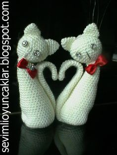 Make your own special gift for Valentine& Day! This listing is for an amigurumi pattern, not the finished toy. The finished cats are approximately cm). Chat Crochet, Crochet Mignon, Crochet Amigurumi, Amigurumi Patterns, Crochet Dolls, Crochet Baby, Crochet Patterns, Crochet Crafts, Crochet Projects