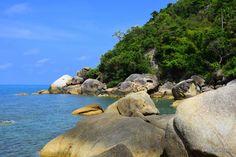 Strand Koh Samui Sandstrand Steine Felsen Palmen Meer