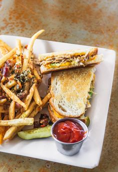 A comprehensie guide to the best sandwiches in vancouver from a local - the top 20 sanwiches in vancouver washington (mapped) Veggie Sandwich, Best Sandwich, Buffalo Chicken Fries, Vancouver Map, Dirty Fries, Light Sandwiches, Lamb Gyros, Lunch Cafe, Falafel Wrap