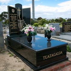 Black Granite Monuments Cemetary Decorations, Grave Monuments, Black Granite, Cemetery, Funeral, Flowers, Ideas, Architecture, Royal Icing Flowers