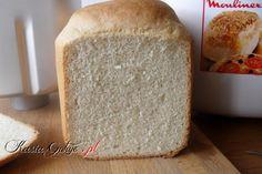 Piękny, wyrośnięty, nie kruszy się i z chrupiącą skórką po prostu idealny pszenny chleb :)  Kolejny chlebek upieczony w wypiekaczu do chleba, który z powodzeniem może być pieczony w zwykły...