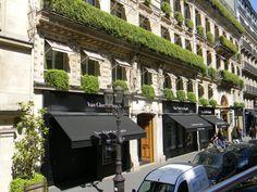 Van Cleef & Arpels / Paris ... beautiful exterior w/black awnings ... No, I didn't buy anything lol