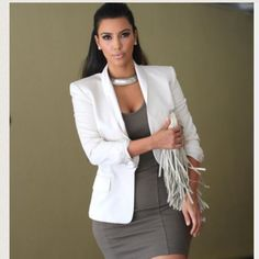 28 incredible summer outfits with a white blazer - kim-kardashian-white-blazer-outfit-fashion - Look Kim Kardashian, Kardashian Fashion, Kim Kardashian Blazer, Kardashian Wedding, Blazer Outfits For Women, Women Blazer, Look Formal, Kim K Style, Floral Blazer