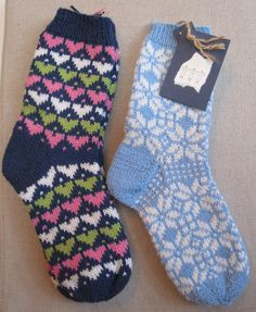 Fair Isle Knitting, Knitting Socks, Hand Knitting, Knitting Ideas, Mitten Gloves, Mittens, Slippers, Crochet, Knitting And Crocheting