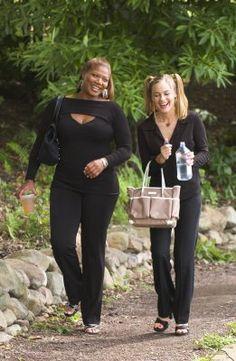 Queen Latifah (as Gina Norris) and Alicia Silverstone (as Lynn) in Beauty Shop (2005) #beautyshop #2005 #queenlatifah #aliciasilverstone