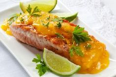 Lubisz intrygujące połączenia smaków? Łosoś w sosie pomarańczowym powinien spełnić Twoje oczekiwania. Sprawdź, jak przygotować łososia w pysznym sosie z ori...