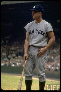 NY Yankees rightfielder Roger Maris with bat in hand waiting for turn at bat during record breaking 61 homer season. Get premium, high resolution news photos at Getty Images Go Yankees, New York Yankees Baseball, Sports Baseball, Baseball Players, Baseball Cards, Baseball Tickets, Baseball Guys, Baseball Wall, Baseball Quotes