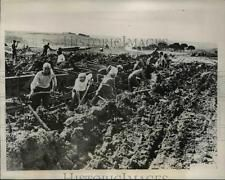 1937 Press Photo Italian Workers Being Excavation of Universal Exposition Rome