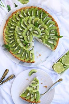 This kiwi-coconut tart is definitely the winner of every party and not just because it looks absolutely fantastic