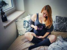 Maternity photography, artistic pregnancy photos.
