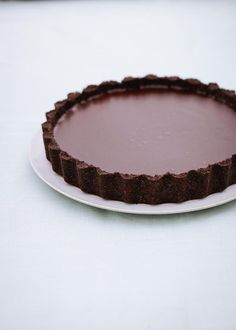 Nigella Lawson's decadent salted chocolate tart will be a party hit Tart Recipes, Dessert Recipes, Salted Chocolate, Making Chocolate, Chocolate Tarts, Chocolate Cookies, Chocolate Filling, Oreo Cookies, Simply Nigella