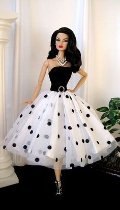 FAshion DOll in white Polkha Dots barbie clothes vintage fashion Paintbox Designs Barbie Patterns, Doll Clothes Patterns, Clothing Patterns, Coat Patterns, Barbie Gowns, Barbie Dress, Fashion Royalty Dolls, Fashion Dolls, Dots Fashion