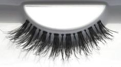 EL NIDO Steal the spotlight with favUlash's EL NIDO human hair false eyelashes... these sexy lashes attract attention and focus it solely on you!