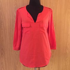 Banana Republic Coral Blouse - S Banana Republic Coral Blouse in a size small. 100% polyester. Features chest pockets and shoulder detailing. Banana Republic Tops Blouses