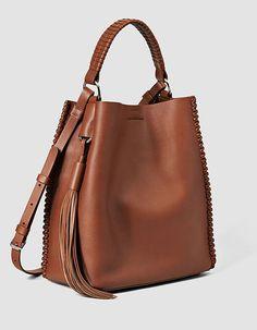 Sac All Saints - 50 beaux sacs qui annoncent le printemps - Elle Tote Handbags, Purses And Handbags, Leather Handbags, Leather Bag Tutorial, Sacs Design, Backpack Bags, Hobo Bag, Leather Crossbody Bag, Fashion Bags